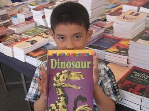 Ye!..buku dinosaur kegemaran saya