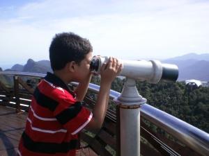Dari puncak gunung saya boleh teropong Bandar Kuah