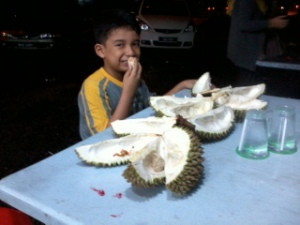 sedapp juga durian ni......