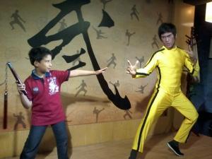 Bruce Lee pun ada...dia ni nak kena niii