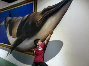 beratnya ikan paus niii....