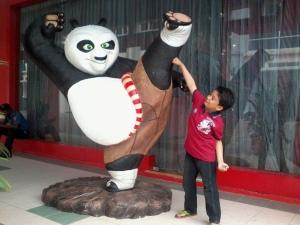 kungfu panda ni tak terbakar sebab dia ada kat luar