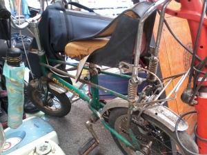 Ayah kata lagi dulu masa di kecil dia guna basikal macam ini. Basikal ini namanya Chopper